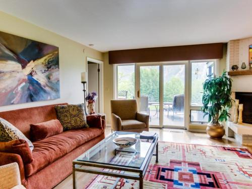 Bigwood Condo on the Golf Course with Baldy Views