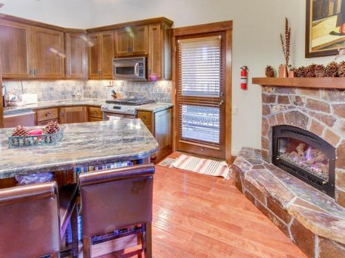 Northstar Slopeside Custom Condo-Ski-In Ski-Out - Truckee, CA 96161