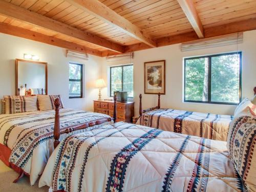 Donner Lake Cedar Lodge - Truckee, CA 96161