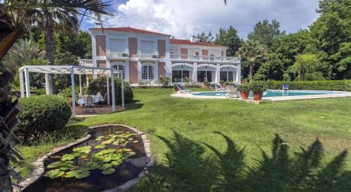 Turgut Mansion with Private Pool ulaşım