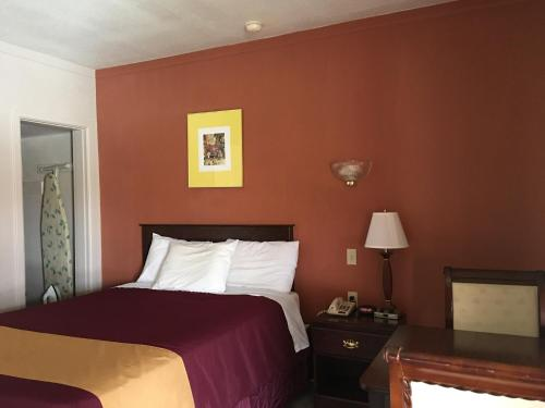Americas Best Value Inn Ozona Photo