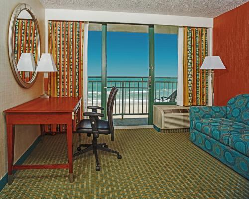 Holiday Inn Express Hotel & Suites Virginia Beach Oceanfront Photo