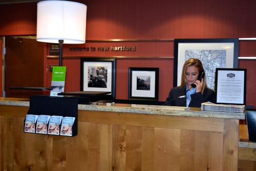 Hampton Inn and Suites New Hartford/Utica Photo
