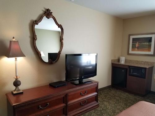Best Western Salbasgeon Inn & Suites Photo
