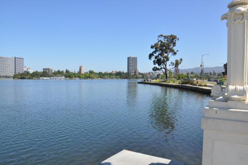 Americas Best Value Inn - Downtown Oakland/Lake Merritt Photo