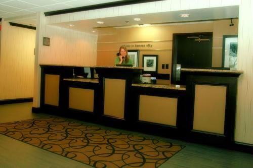 Hampton Inn Kansas City - Airport Photo