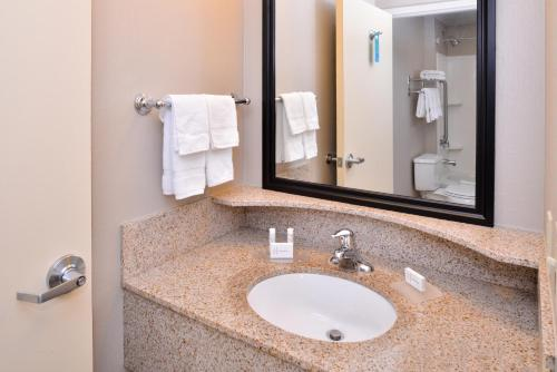 SpringHill Suites Corona Riverside Photo