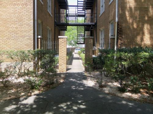 Windsor Warwick Condominiums - Mobile, AL 36604