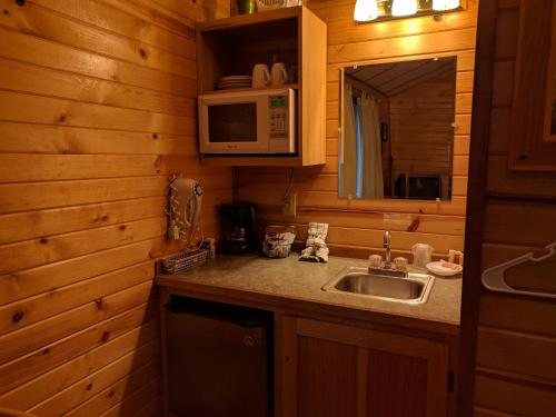 Emerald Forest Cabins Photo