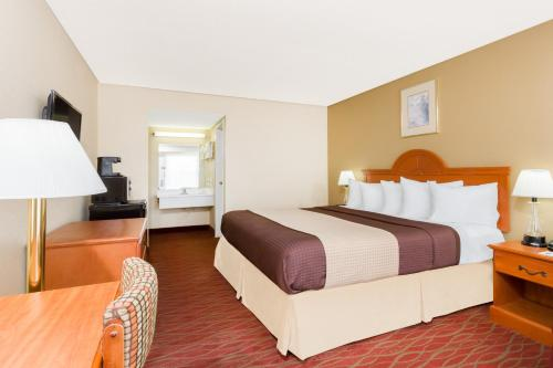 Days Inn Staunton-Mint Springs Photo