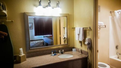 Best Western Pine Springs Inn Photo
