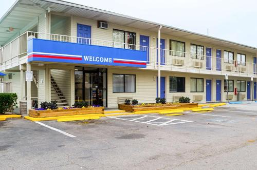Motel 6 Charleston South Photo