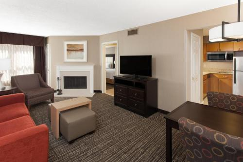 Homewood Suites by Hilton Indianapolis At The Crossing photo 4