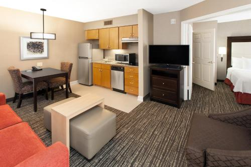Homewood Suites by Hilton Indianapolis At The Crossing Photo
