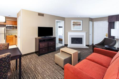 Homewood Suites by Hilton Indianapolis At The Crossing photo 11