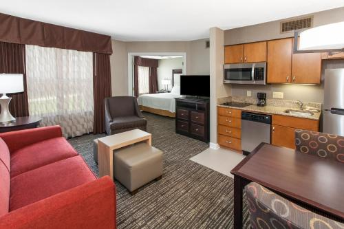 Homewood Suites by Hilton Indianapolis At The Crossing photo 16