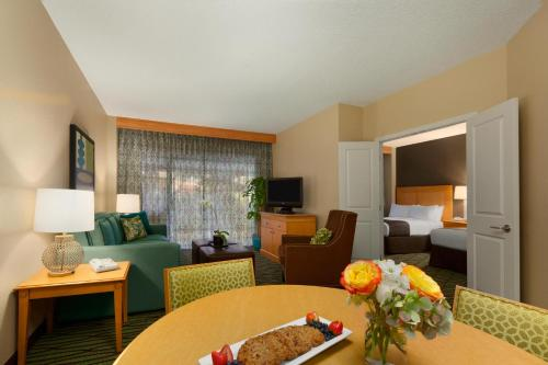 DoubleTree Suites by Hilton Orlando at Disney Springs photo 12