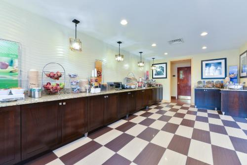 Hampton Inn & Suites Valley Forge-Oaks Photo