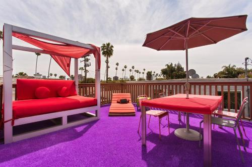 Beverly Hills Modern Guesthouse - Los Angeles, CA 90211