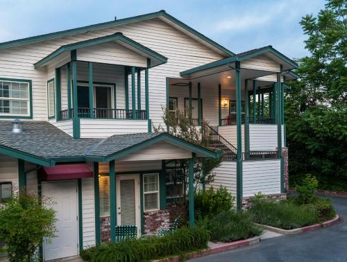 Grass Valley Courtyard Suites - Grass Valley, CA 95945