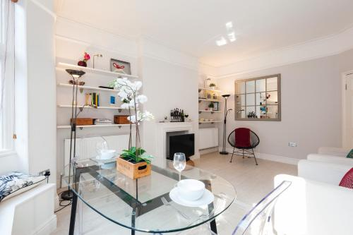 FG Apartment - Chelsea, Drayton Gardens, SW10 photo 9