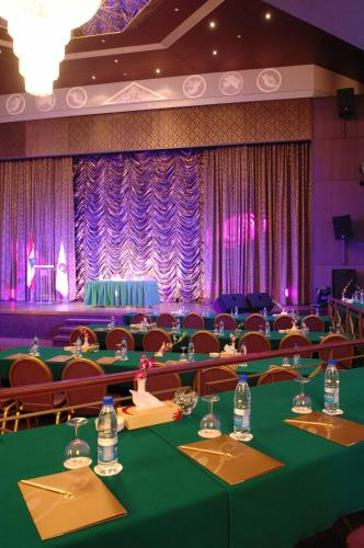 Regency Palace Hotel Photo