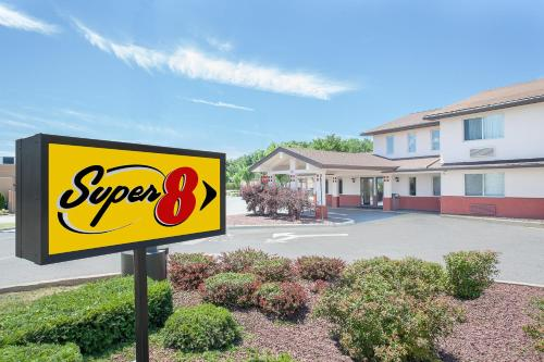 Super 8 Middletown Photo