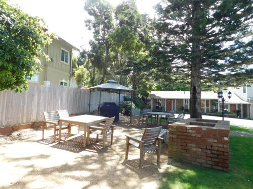 Pine Acres Lodge - Pacific Grove, CA 93950