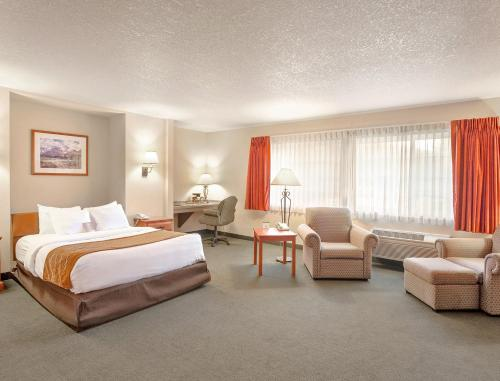 Comfort Inn & Suites Tualatin - Portland South Photo