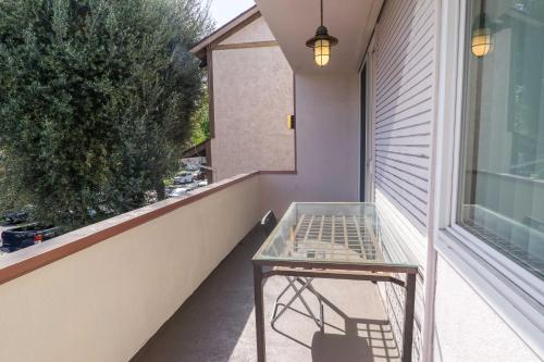 Greenfield Apartment 4 - Los Angeles, CA 90024