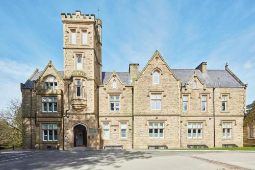 Bruntwood Hall, Bruntwood Park, Cheadle SK8 1HZ, England.