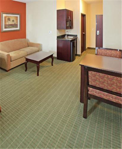 Holiday Inn Express Hotel & Suites Henderson - Traffic Star Photo