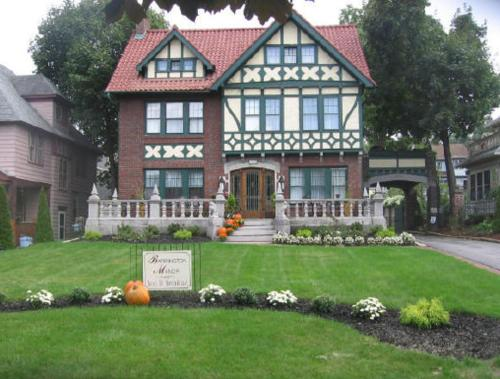 Barrington Manor Bed and Breakfast Photo
