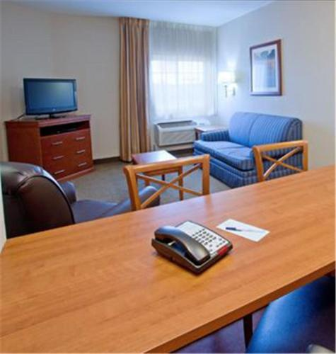 Candlewood Suites Lake Jackson Photo