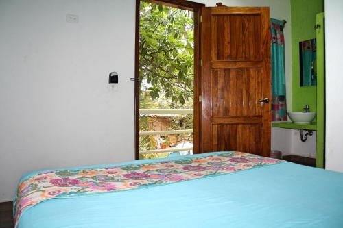 Yaxche Centro Hostal y Camping Photo