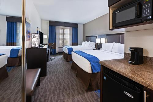 Holiday Inn Express & Suites Glenpool Photo