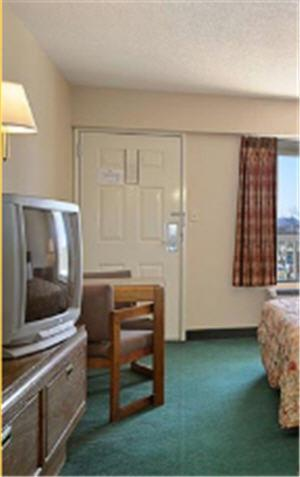 Days Inn Apple Valley Pigeon Forge/Sevierville Photo