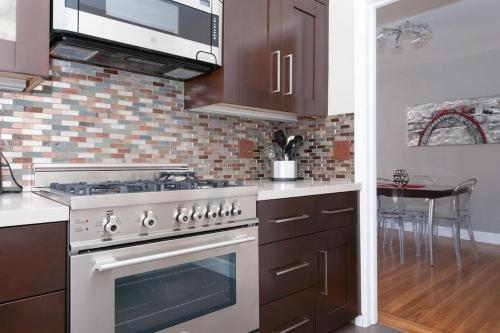 Large Remodeled Flat with Parking - San Francisco, CA 94115