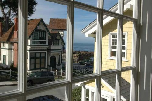 Yellow House Guest - One Bedroom - 3119 - Pacific Grove, CA 93950