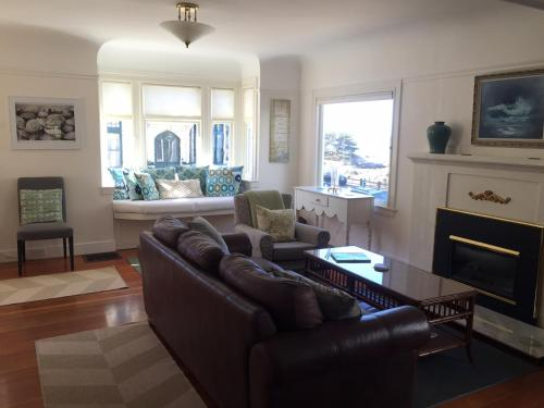 Yellow House Maine - Four Bedroom Home - 3118 - Pacific Grove, CA 93950