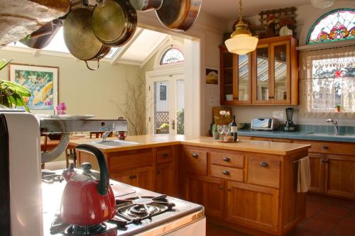 The 17th Street House - Five Bedroom Home - 3105 - Pacific Grove, CA 93950