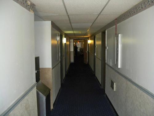 Economy Inn Wentzville Photo
