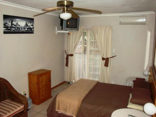 Flintstones Guesthouse Fourways Photo