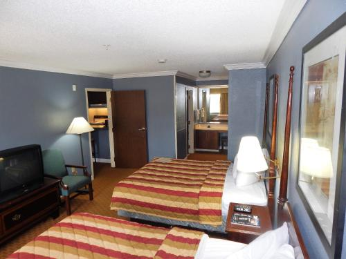 Richmond Suites Hotel Photo