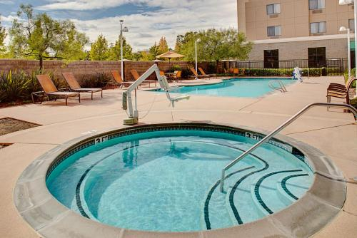 Courtyard by Marriott Sacramento Midtown Photo