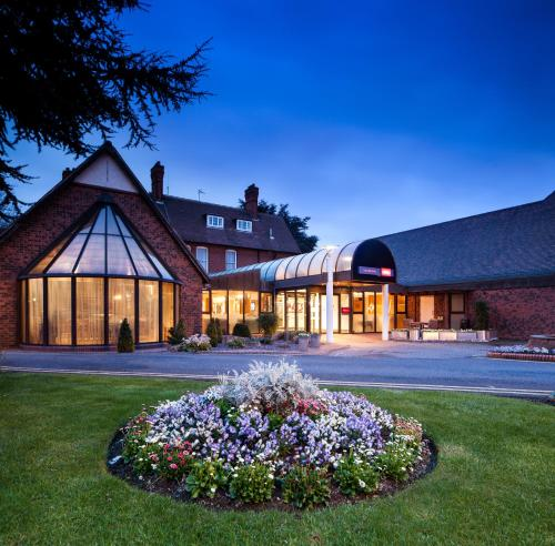 Stay at Mercure Hull Grange Park Hotel