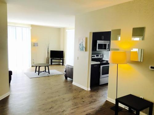 Big & Beautiful 3Bedroom Apt in Marina Del Rey - Marina del Rey, CA 90292