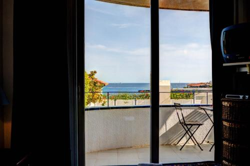 Apt. by the sea by Hello Apartments photo 10