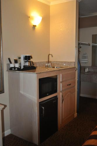 Executive Inn & Suites Sacramento Photo