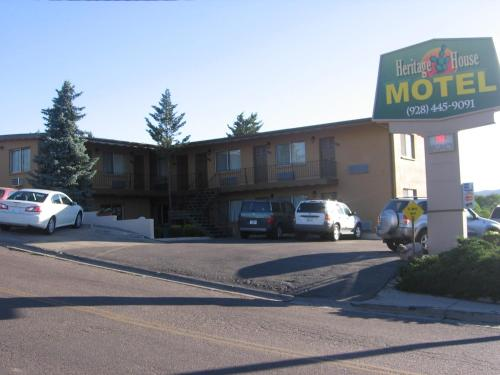 Heritage House Motel Photo